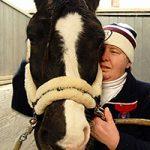 Gikk fra koma til hesteryggen ved hjelp av ridefysioterapi
