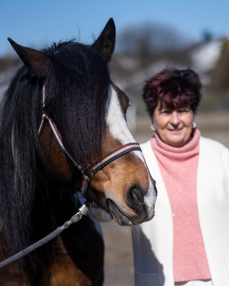 dame med hest
